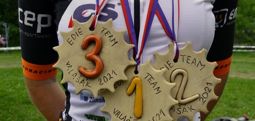 Vyráběli jsme medaile pro závody na horských kolech
